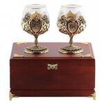 Подарочный набор c 2-мя бокалами для коньяка в деревянной шкатулке. Юбилей 75 лет и Настоящий мужчина