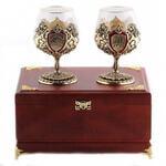 Подарочный набор c 2-мя бокалами для коньяка в деревянной шкатулке. Юбилей 70 лет и Настоящий мужчина