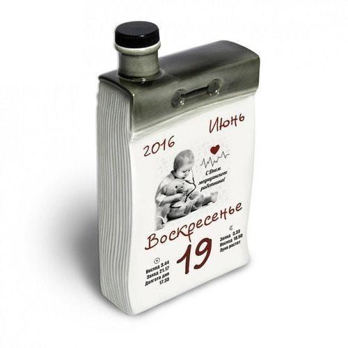 """Подарочный набор с фарфоровым штофом """"Календарь медика"""" (фото, вид 2)"""