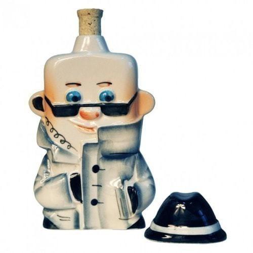 Подарочный набор с фарфоровым штофом. Краткий курс истории ВЧК - КГБ (фляга Шпион) (фото, вид 1)