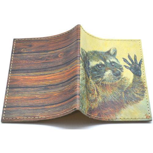 Кожаная обложка на паспорт. Енот (фото, вид 1)