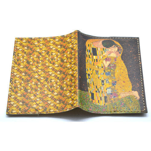 Кожаная обложка на паспорт. Климт. Поцелуй (фото, вид 1)
