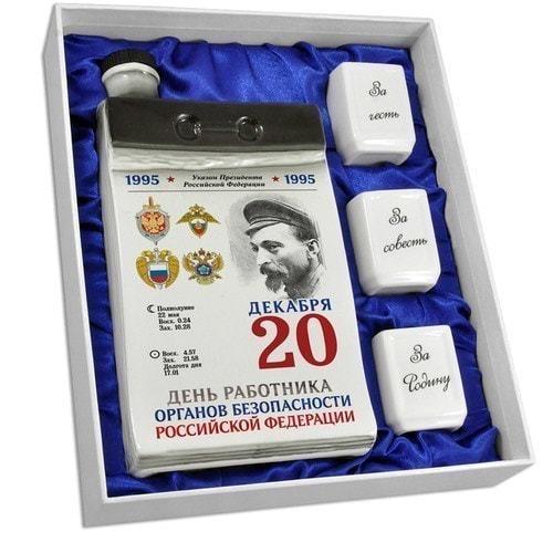 """Подарочный набор с фарфоровым штофом и стопками """"Календарь чекиста"""" (фото, вид 1)"""