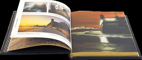 Подарочная книга в кожаном переплете. Санкт-Петербург (на русском языке) (фото, вид 1)