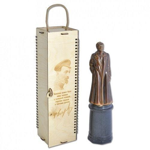 Фарфоровый штоф Ф.Э.Дзержинский в деревянном подарочном футляре (фото)