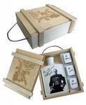 Подарочный набор в деревянном футляре. Защитнику отечества! (Фарфоровый штоф Маршал Жуков + 3 фарфоровые стопки)
