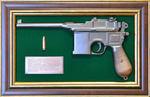 """Панно с пистолетом """"Маузер"""" в подарочной коробке"""