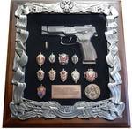 Панно с пистолетом Ярыгина (ПЯ) и знаками ФСБ