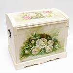 Подарочный деревянный сундук. Розы (47х35х44см)