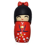 Подарочная флешка. Японка в красном кимоно