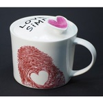 Подарочная керамическая кружка с крышкой. Love is simple (розовый цвет)