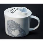 Подарочная керамическая кружка с крышкой. Love is simple (серый цвет)
